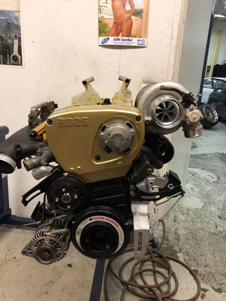 RB26-motorbygge-guld